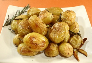 patate-novelle-al-rosmarino-tavolo-per-2