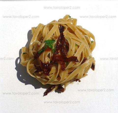 fettuccine aglio olio pomodori secchi tavoloper2
